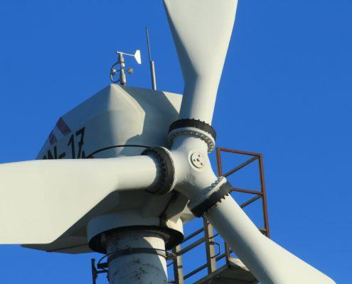 wind-turbines-601332_1920